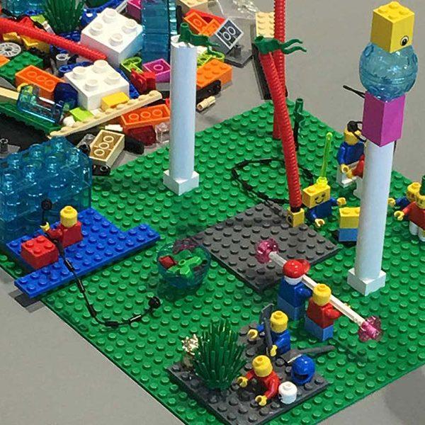 Mitarbeiterauswahl mit LEGO SERIOUS PLAY: Deutsche Gesellschaft für Personalführung (DGFP) baut sich den idealen Mitarbeiter - Auch für Change Management!
